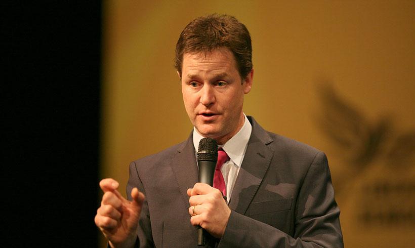 Фејсбук не може сам да се справи со лажните вести и со говорот на омраза, вели Ник Клег (Nick Clegg)